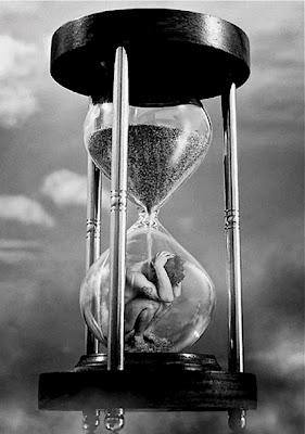 Upływ czasu klepsydra czas czarno biały black & white549979_374893309209930_237014249664504_1232305_802495106_n